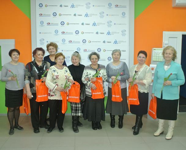 Фото к Информационный центр поздравил с весенним праздником самых активных пенсионерок Орджоникидзевского района города Екатеринбурга