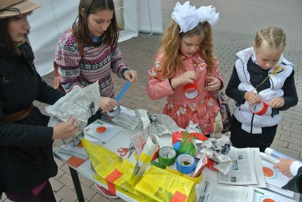 Фото к Более 700 школьников Екатеринбурга построили ледоколы и раскрасили градирни на Празднике Знаний