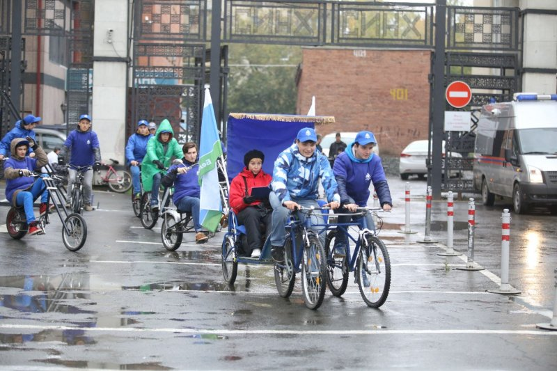 Фото к Участники «Атомного велопробега»  совершили замеры уровня радиации в 40 точках города