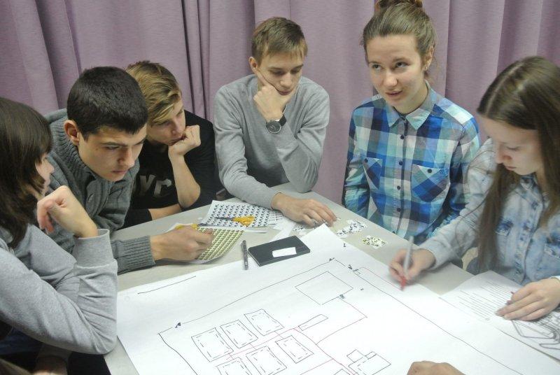 Фото к 5 декабря информационный центр по атомной энергии Екатеринбурга пригласил учащихся атомклассов разных городов России на «Атомдебаты».