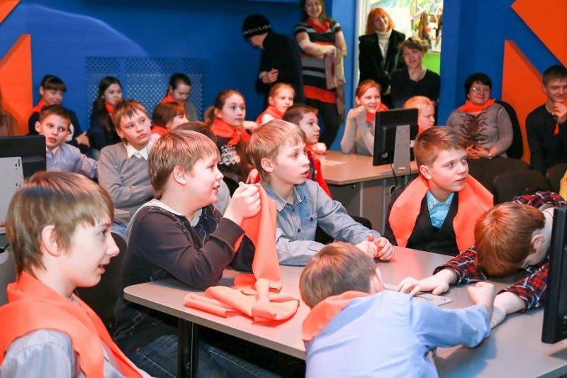 Фото к Более 180 школьников вдохновились мечтой стать космонавтами