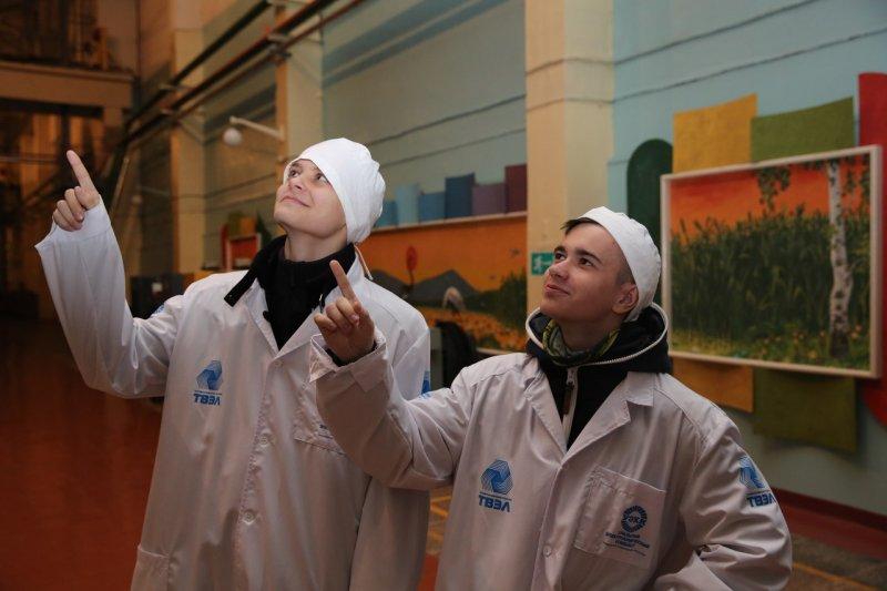 Фото к О высоких и передовых технологиях от первого лица узнали гимназисты на УЭХК