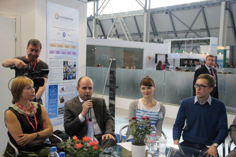 Фото к На выставке «ИННОПРОМ-2015» состоялся круглый стол «Социальное партнерство как ресурс привлечения молодежи на технические специальности»