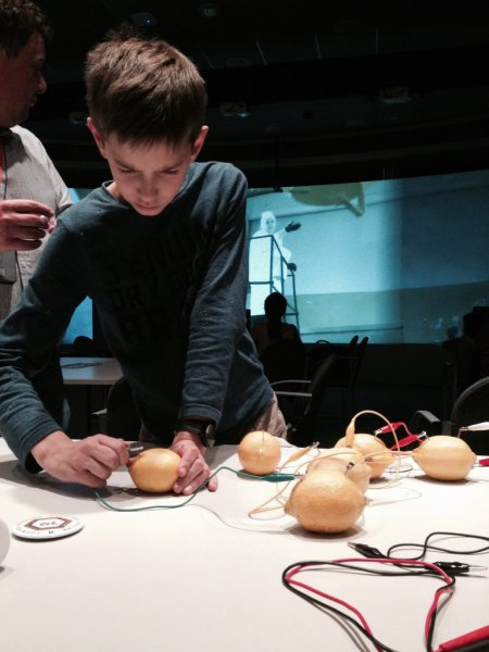 Фото к Активное звено «Цепной реакции»: ИЦАЭ Екатеринбурга на выставке в Манеже