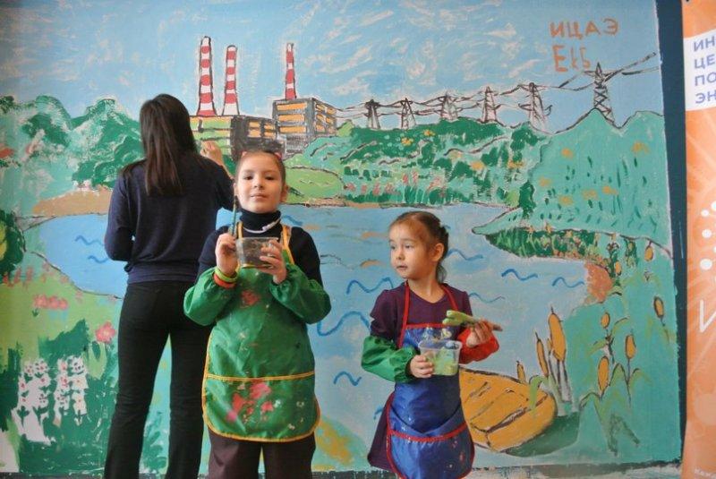 Фото к Рисуем электростанцию и конструируем завод: мастер- класс на площадке Уральской индустриальной биеннале современного искусства