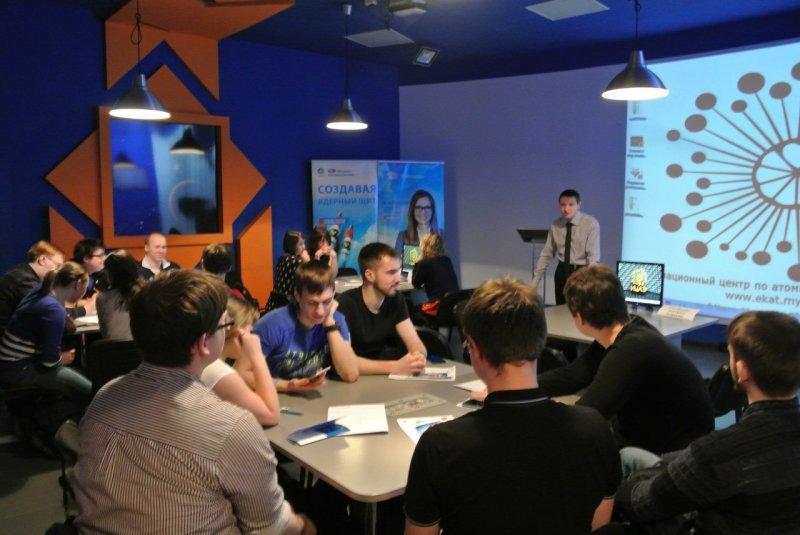 Фото к Ярмарка вакансий в ИЦАЭ Екатеринбурга: отраслевые предприятия ждут от выпускников «современные идеи, молодость и свежий ум»