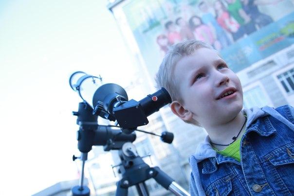 Фото к В День открытой астрономии горожане подняли головы и «поднялись над суетой»