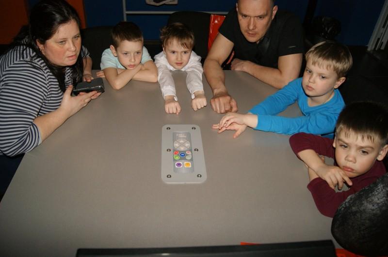 Фото к Робот —  детям не игрушка:  это еще и творчество, и общение с родителями