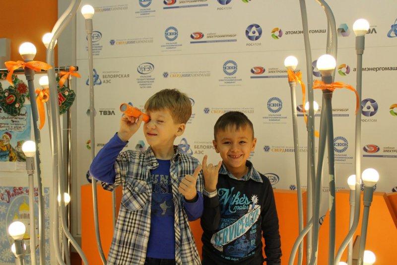 Фото к С энергией в Новый год:   в ИЦАЭ Екатеринбурга прошли «Научные ёлки»